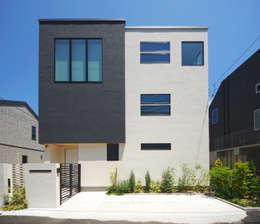 モダンな外観デザイン: TERAJIMA ARCHITECTSが手掛けた家です。