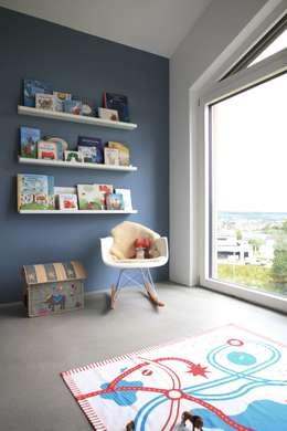 Chambre d'enfant de style de style Moderne par Schiller Architektur BDA