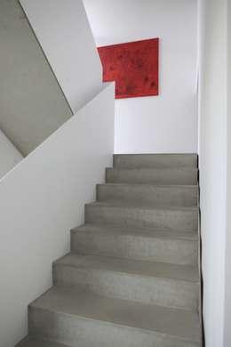 Projekty,  Korytarz, przedpokój zaprojektowane przez Schiller Architektur BDA
