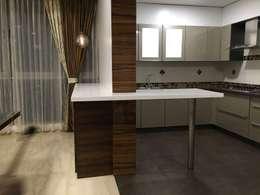 Breakfast counter: modern Kitchen by Studio Stimulus