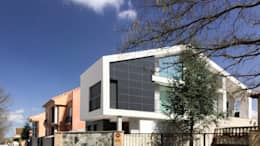 Casas de estilo moderno por arqubo arquitectos