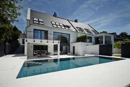 Appartment 2: moderne Häuser von Bauer Schranksysteme GmbH