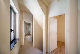 mediterranean Corridor, hallway & stairs by Lara Pujol  |  Interiorismo & Proyectos de diseño