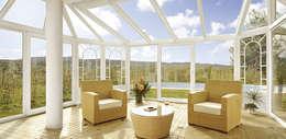 Veranda: Giardino in stile in stile Moderno di Tucommit