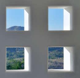 ventanales: Ventanas de estilo  por Excelencia en Diseño