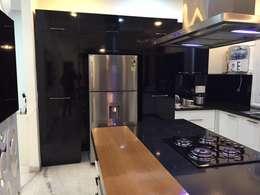moduler kitchen: modern Kitchen by Square Designs