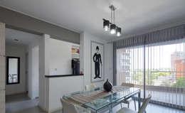 ARCADIA 1: Comedores de estilo moderno por Arcadia Arquitectura