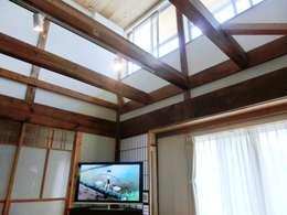 classic Living room by 氏原求建築設計工房