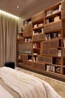 Projekty,  Sypialnia zaprojektowane przez Gisele Taranto Arquitetura