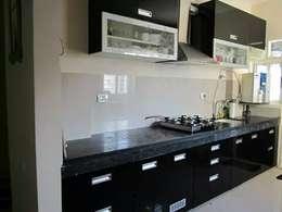 straight semi modular kitchen : modern Kitchen by aashita modular kitchen