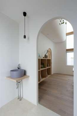 scandinavian Bathroom by ALTS DESIGN OFFICE