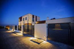 Ogrodzenie: styl nowoczesne, w kategorii Domy zaprojektowany przez All Design- Aleksandra Lepka