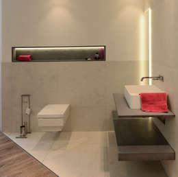 Baños de estilo moderno por betondesign-factory