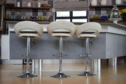 Mr & Mrs Harper Bar Area: modern Wine cellar by Ergo Designer Kitchens and Cabinetry
