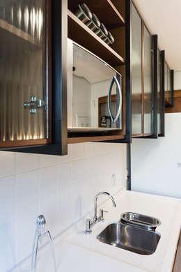 Cocinas de estilo industrial por Ateliê 7 arquitetura e design integrados