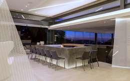 Salon de style de style Moderne par Nico Van Der Meulen Architects