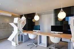 Projekty,  Domowe biuro i gabinet zaprojektowane przez Nico Van Der Meulen Architects