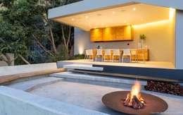 Jardins modernos por Nico Van Der Meulen Architects