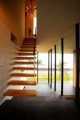 海の家: Y.Architectural Designが手掛けた廊下 & 玄関です。