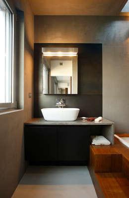 Baños de estilo moderno por Studio Fabio Fantolino