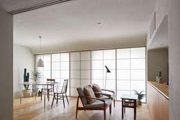 rustic Living room by aoydesign 株式会社アオイデザイン