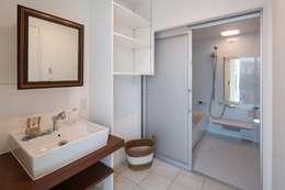 洗面脱衣室: LITTLE NEST WORKSが手掛けた洗面所/お風呂/トイレです。