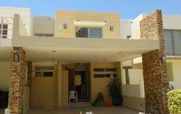 Casas de estilo moderno por Grupo Deyco