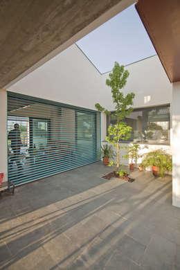 Projekty, nowoczesne Domy zaprojektowane przez MapOut