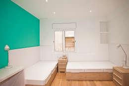 Camera da letto in stile in stile Mediterraneo di Grupo Inventia
