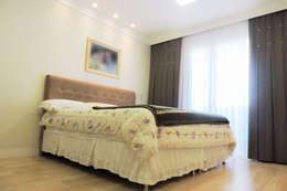 Projekty,  Sypialnia zaprojektowane przez Cecyn Arquitetura + Design