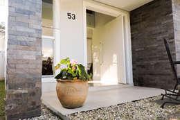 Terrazas de estilo  por Cecyn Arquitetura + Design