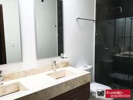 modern Bathroom by disain arquitectos