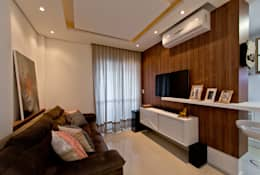 غرفة المعيشة تنفيذ Mendonça Pinheiro Interiores