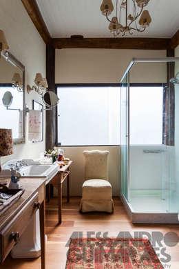 Baños de estilo rústico por SCALI & MENDES ARQUITETURA SUSTENTAVEL