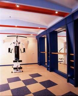 Дом в Успенском: Тренажерные комнаты в . Автор – архитектурная мастерская МАРТ