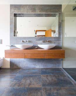 حمام تنفيذ David James Architects & Partners Ltd