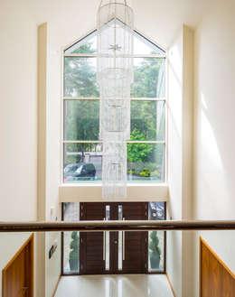 الممر والمدخل تنفيذ David James Architects & Partners Ltd