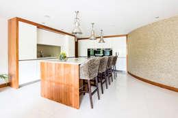 مطبخ تنفيذ David James Architects & Partners Ltd