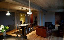 B4.3: Salle à manger de style de style Industriel par BE-DESIGNER