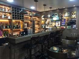Bars & clubs by  Sotto Mayor Arquitetura e Urbanismo