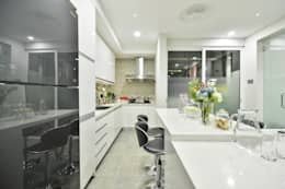 Ultramodern Loft   CONDOMINIUM: modern Kitchen by Design Spirits