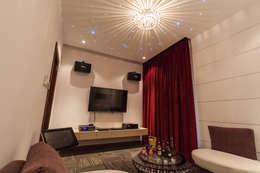Salas de entretenimiento de estilo minimalista por Design Spirits