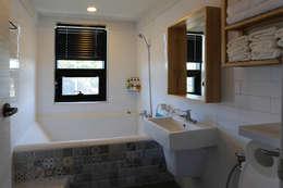 modern Bathroom by 아키제주 건축사사무소