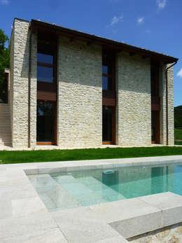 Casas de estilo rural por Stefano Zaghini Architetto