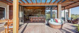 Terrazas de estilo  por Juliana Lahóz Arquitetura