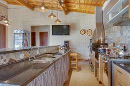 ห้องครัว by Juliana Lahóz Arquitetura