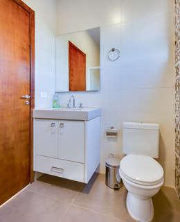 country Bathroom by Juliana Lahóz Arquitetura