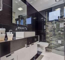 Ванные комнаты в . Автор – Juliana Lahóz Arquitetura