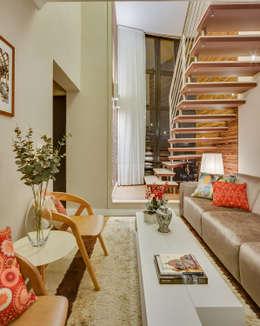 Salas / recibidores de estilo moderno por Juliana Lahóz Arquitetura
