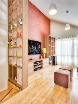 Sobrado triplex Integrado: Salas multimídia modernas por Juliana Lahóz Arquitetura